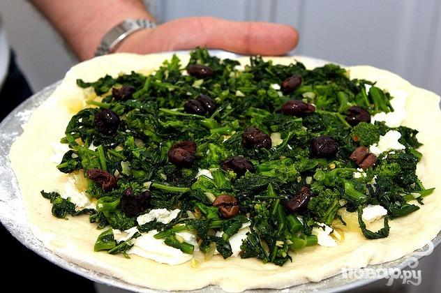 Пицца с брокколи, луком и маслинами - фото шаг 3