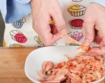 Салат с курицей и креветками - фото шаг 4