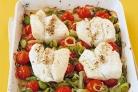 Треска с луком и помидорами