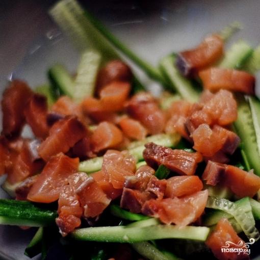 Свежий салат с семгой - фото шаг 3