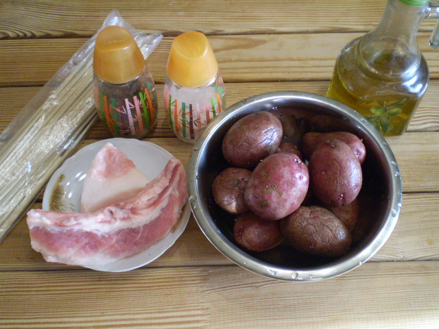 Рецепт Картошка с салом на шпажках