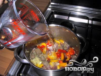 Жаркое из говядины с чечевицей и красным вином - фото шаг 4