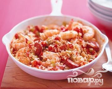 Рецепт Креветки с рисом, сосисками и помидорами