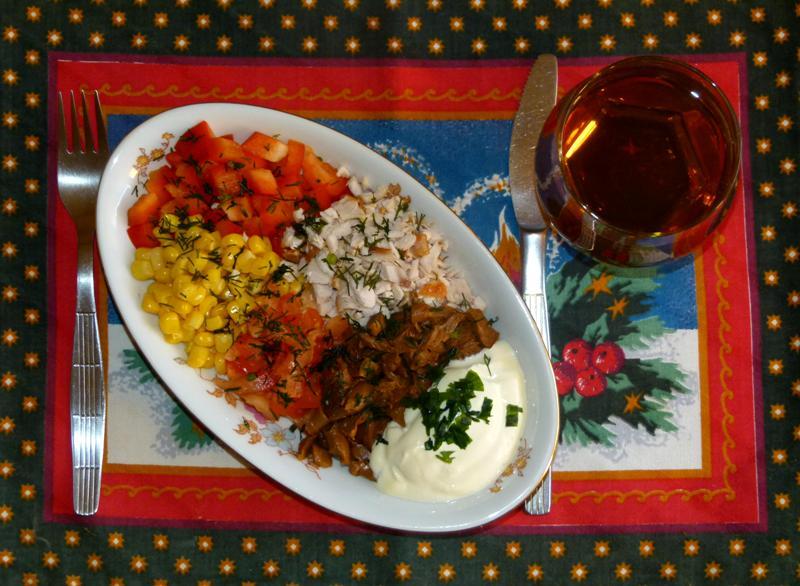 Салат с лисичками под сметаной - фото шаг 6