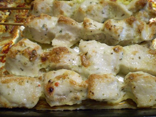 Куриные шашлычки на шпажках в духовке - фото шаг 10