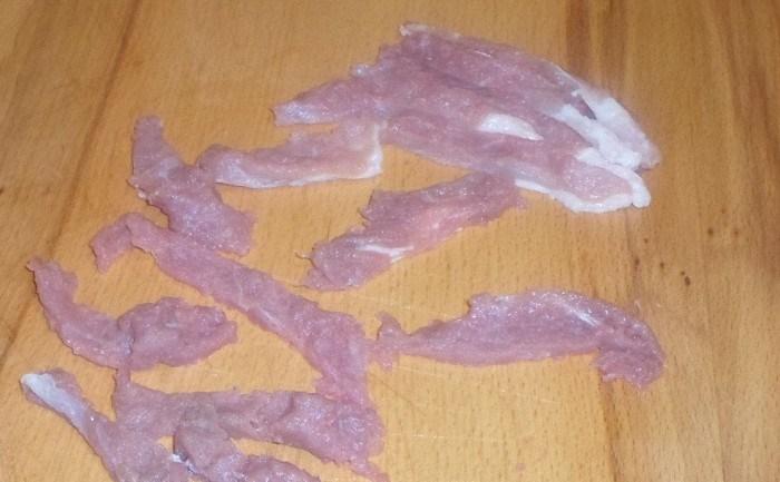 Cвинина с помидорами на сковороде - фото шаг 1