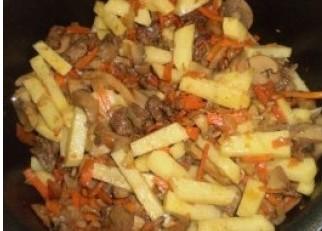 Солянка с картошкой в мультиварке - фото шаг 3