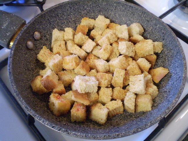 Гороховый суп-пюре с гренками - фото шаг 5