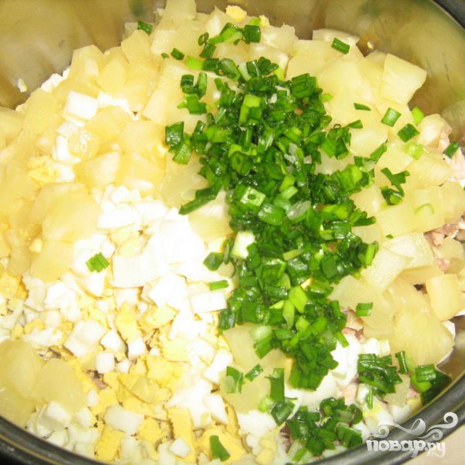 Салат с ананасами - фото шаг 7