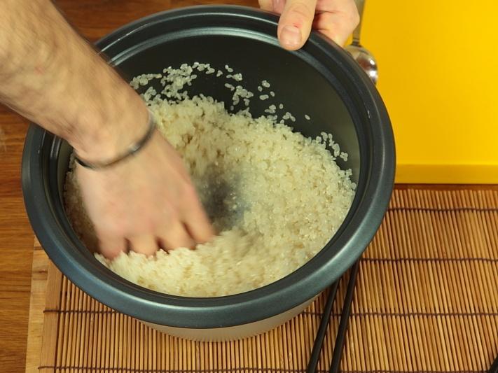 Рис для роллов с уксусом - фото шаг 2