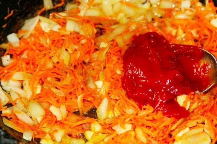 Солянка с томатной пастой - фото шаг 6