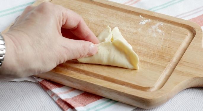 Самса с сыром из слоеного теста - фото шаг 4