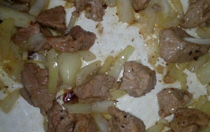 Тушеная картошка со свининой - фото шаг 3