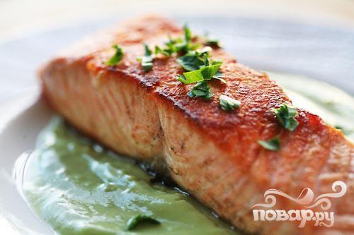 Рецепт Жареный лосось с клубничной сальсой
