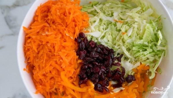 Капустный салат с клюквой - фото шаг 4