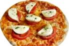 Пицца с томатами и сыром
