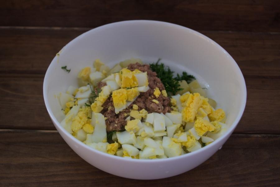 Диетический салат с консервированным тунцом - фото шаг 4