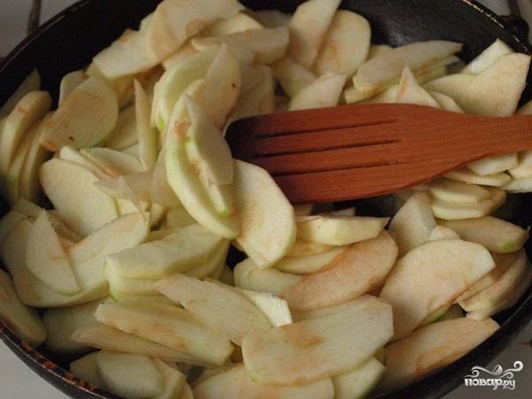 Слоеный пирог с яблоками из готового теста - фото шаг 3