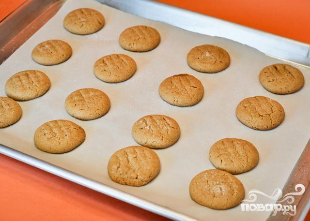 Печенье с арахисовым маслом и шоколадной начинкой - фото шаг 4