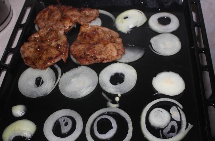 Свинина в соевом соусе в духовке - фото шаг 7