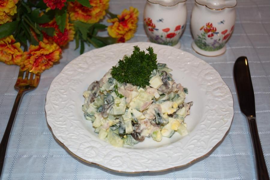 Салат курица копченая с шампиньонами