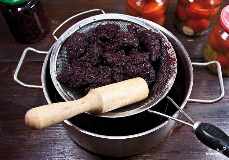 Вино из черной рябины в домашних условиях - фото шаг 2