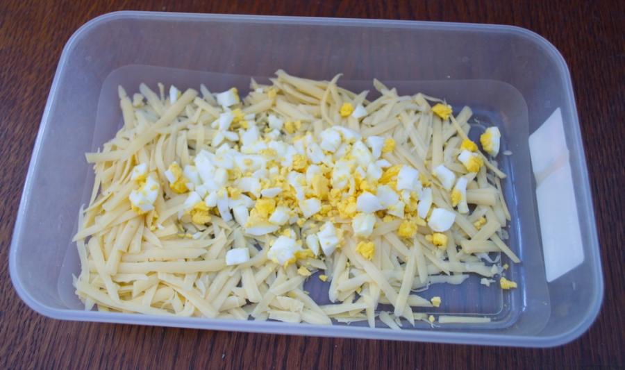 Бутерброды с сыром и чесноком - фото шаг 4