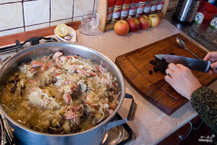 Тушеная капуста с колбасой - фото шаг 1