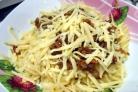 Фарш с макаронами на сковороде