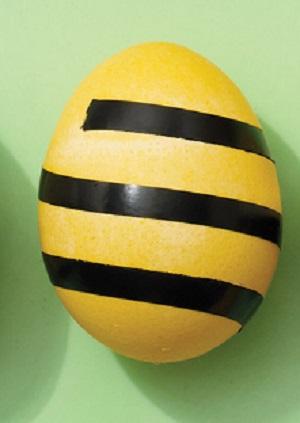 Полосатые крашеные яйца - фото шаг 2