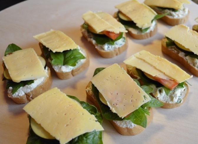 Бутерброды с баклажанами и помидором   - фото шаг 5