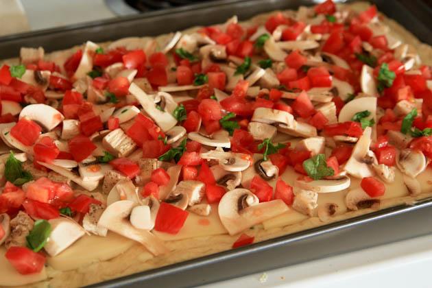 Пицца с курицей и грибами - фото шаг 14