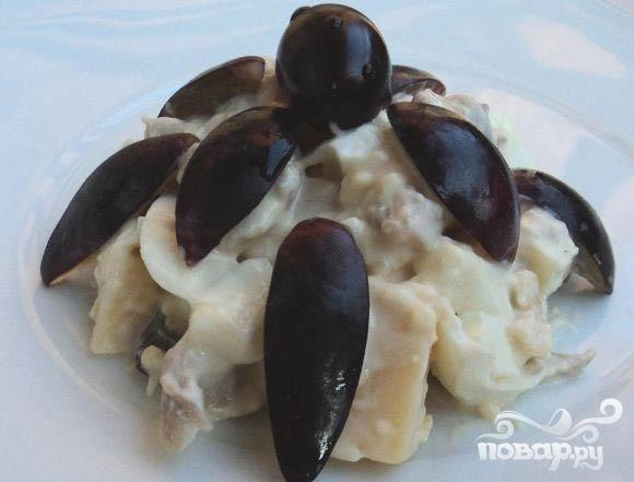 Салат с виноградом и курицей