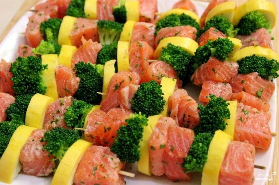Шашлычки из лосося на шпажках - фото шаг 3