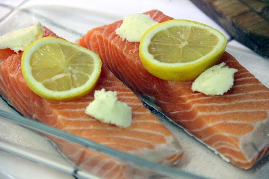 Рецепт Запеченный лосось под соусом