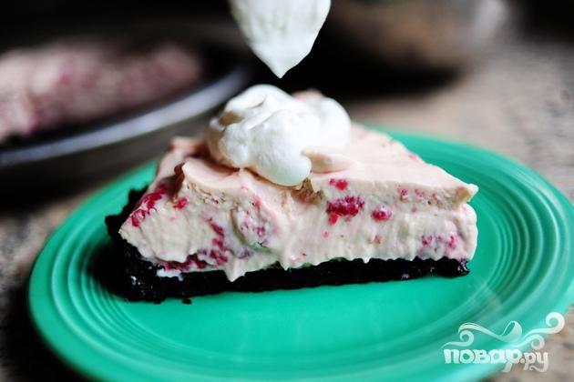 Кремовый торт с малиной