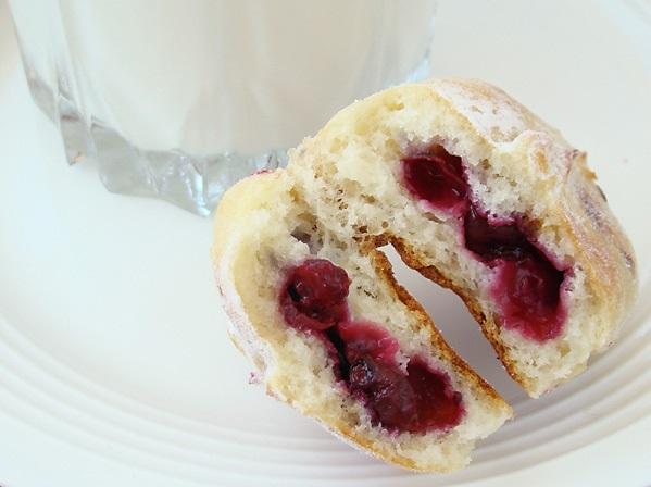 Пирожки с ягодами - фото шаг 7