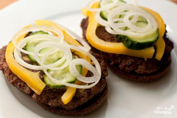 Домашний гамбургер с ржаным хлебом - фото шаг 10