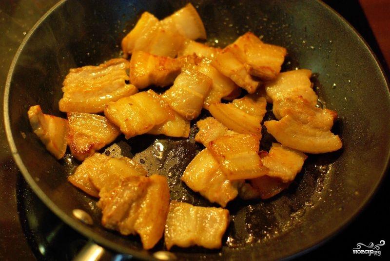 Жареное сало с луком - фото шаг 3