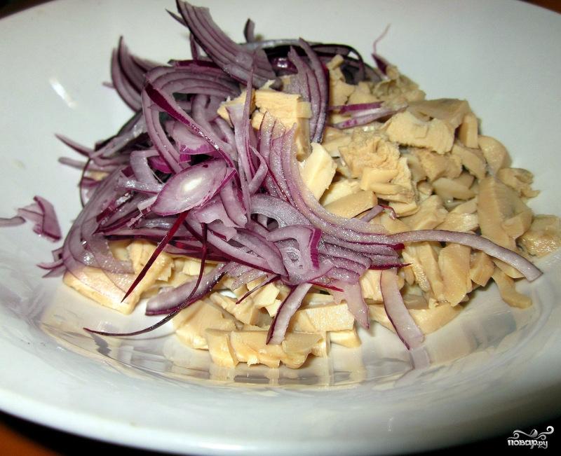 Салат из маринованных кальмаров - фото шаг 3