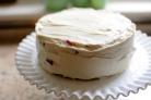 Бисквитный торт со сметанным кремом и клубникой