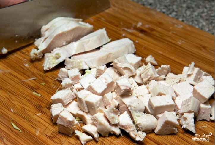 Салат с чесноком и курицей  - фото шаг 2