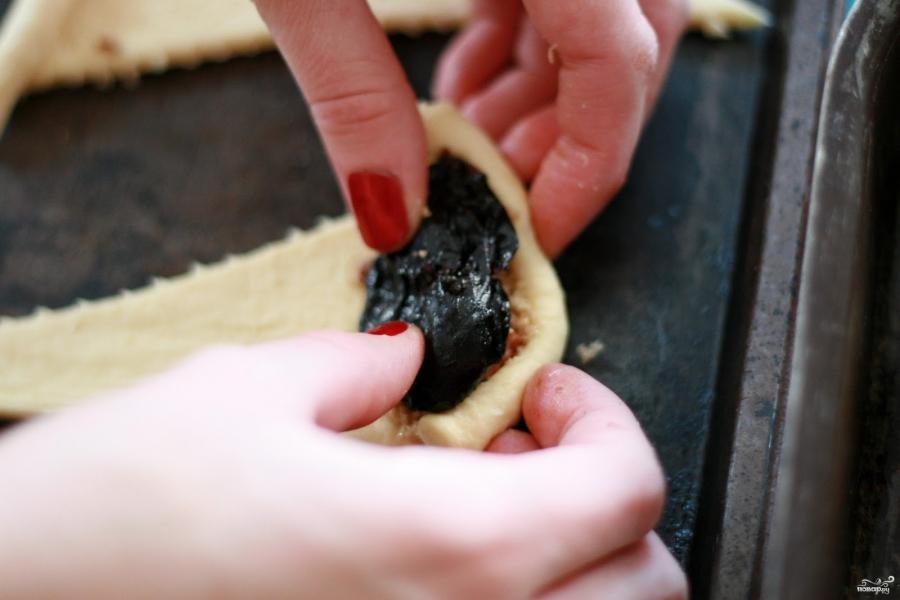 Рогалики с черносливом - фото шаг 3