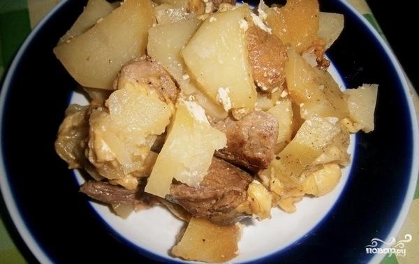 Картошка со свининой и сыром в мультиварке