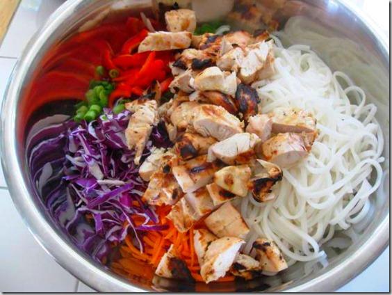 Курица с рисовой лапшой и овощами - фото шаг 5