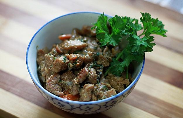 Мясо с грибами на сковороде - фото шаг 7