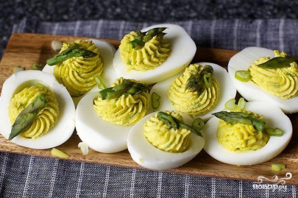 Яйца фаршированные спаржей