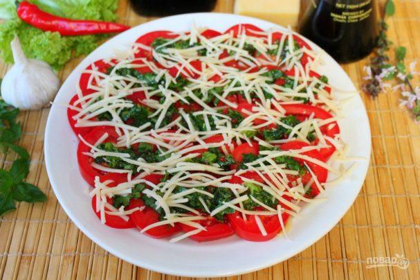 Острая закуска из помидоров с зеленью и сыром