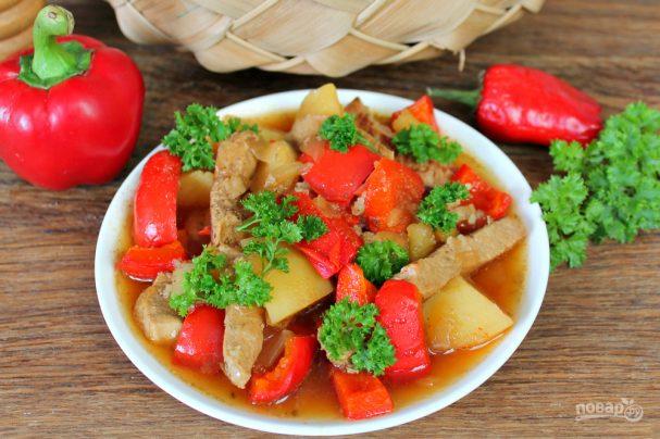 Говядина тушеная с перцем и картошкой
