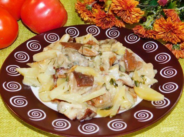 Молодой картофель с лесными грибами в сливках